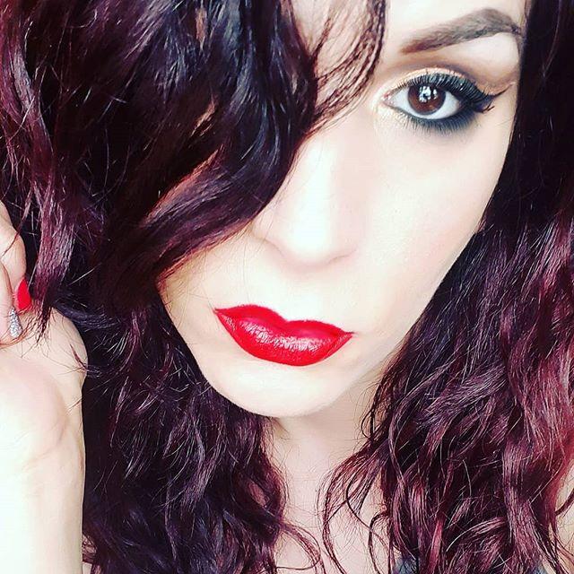 Ragazze questo rossetto della @essence_cosmetics Velvet Matte 09 lo adoro, rende ogni makeup elegante, colore super pieno alla prima passata TOP!!! 💋💄😍 . . . #essence #essencecosmetics #essencemakeup #essenceitalia #essencelipstick#makeup #instamakeup #toptags #cosmetic #cosmetics #fashion #eyeshadow #lipstick #gloss #mascara #palettes #eyeliner #lip #concealer #foundation #powder #eyes #eyebrows #lashes #lash #glitter #crease #beauty