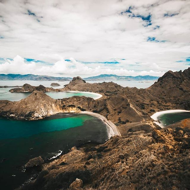 Our next adventure took us to Indonesia's most instagrammable spot atop Padar Island. The landscape was beautiful, the mountain of plastic sitting on the beach to the left was not.  On the boat ride to the island there was constantly piles of rubbish collected with currents met, it's frustrating to see but talking to an Australian sailor back in Labuan Bajo the masses of garbage are constant from Vietnam all the way down to Indonesia and Papua New Guinea.  You'd think with the massive profits companies make they could have solved what happens with their products after sale. . . #labuanbajo #indonesia #sunrise #sunset #hotels #komodo #flores #komodoisland #Waerebo #adventuretime #wanderlust #bali #balihotels #indonesiantourism #padarisland #rincaisland #pencilsofpromise #economicdevelopment