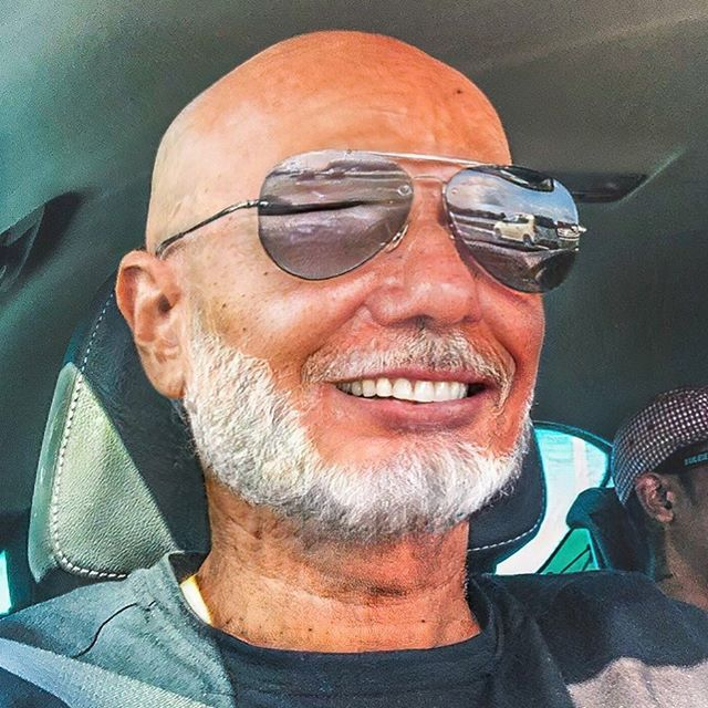 Lol. This is crazy 🙈🙈 According to the faceapp I will look exactly like my uncle when I'm old and grey (Tio Jack from Juncalinho, Sao Nicolau, Cabo Verde). Even my mom thought it was my uncle on that picture 😂 #handsomeoldman #bored #killingtime