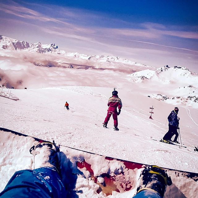 Head in the clouds 🏂🌨 . . . . . #ski #snowboarding #snowboard #valthorens #sun #clouds #headintheclouds #basshouse #bass #basshousemusic #house #housemusic #edm #futurehouse #futureterror #deephouse #djlife #bigroom #producer