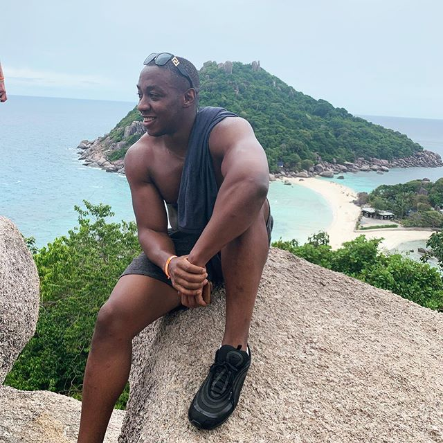 I'll be honest with you guys, today was on of the best days ever, I got to hike up a high mountain, see a stunning view and swim with beautiful fishes! . At one point we were surrounded by up to 2000 fish, so close I'm convinced that one winked at me...man nature is amazing😍