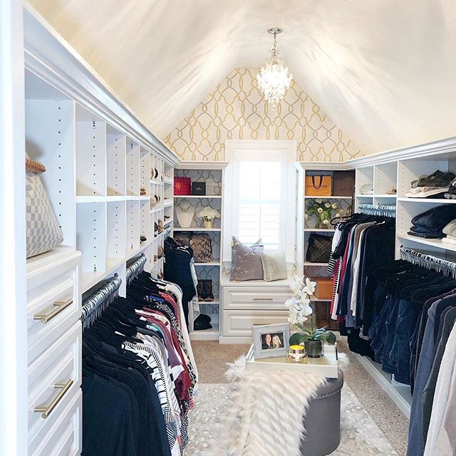 Bringing you nothing but GLAM this #TransformationTuesday ✨ We love this closet makeover @saltgrassdecor did ft. our Sausalito NuWallpaper!
