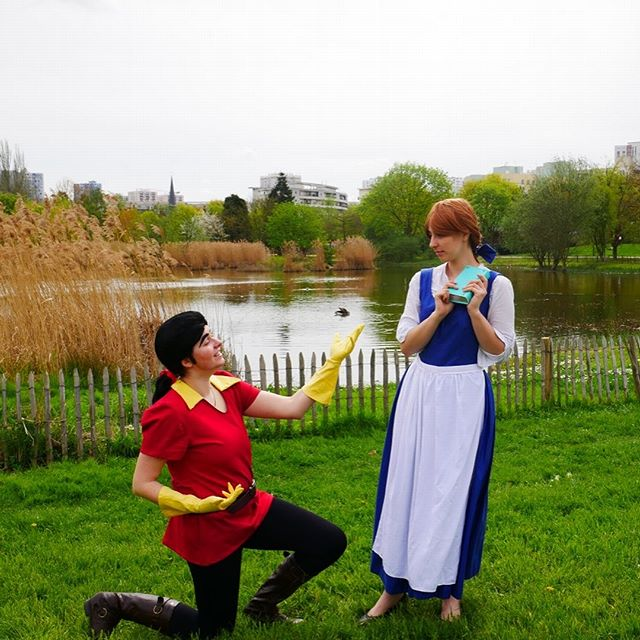 Gaston's proposal... .  Camy as Gaston @fearynna as Belle @gaetanmoliere as LeFou  Pictures taken at Japan Party 2018 by Théo Negrini Pro (on facebook)  #disneycosplay #beautyandthebeastcosplay #bellecosplay #gastoncosplay #lefoucosplay