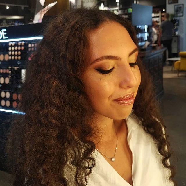 """// WORK  Creating this moroccan nights look for my beautiful @aliyah.bo - products @gade_cosmetics_germany & @bareminerals_de • • • Dieser Beitrag muss wegen Markierungen und/oder Nennungen als """"Werbung"""" gekennzeichnet werden."""