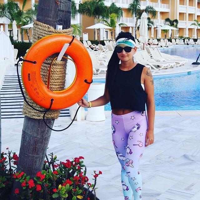 Kogo uratować przed tą straszną pogodą? 😅☔️💨 Dobrego dnia ❣️. #środa #polishgirl #polishboy #memories #dorkybae #brunette #polskakobieta #polskadziewczyna #brunetka #moda2019 #mojstyl #styl #fashion #polishblogger #details #warsawgirl #travel #travelblog #dominicanrepublic #karaiby #dominikana #blogpodrozniczy #podróże