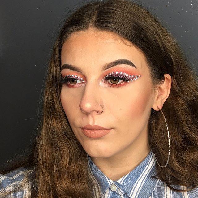 "Makeup inspired by @magdalenamadlen 🥰 ~~~~~~~~~~~~~~~~~~~~~~ ℬ𝓇𝑜𝓌𝓈: @thekatvond @katvondbeauty - 24 - hour super brow long-wear pomade <dark brown> @evelinecosmetics eyebrow corrector ℰ𝓎𝑒𝓈: @lovelykosmetyki ""liquid camouflage"" <01> @magdalenamadlen anastasiabeverlyhills @norvina ""riviera palette""  @miyo_makeup_ ""five points palette"" <carnival> ℒ𝒶𝓈𝒽𝑒𝓈: @evelinecosmetics ""extension volume"" mascara ℱ𝑜𝓊𝓃𝒹𝒶𝓉𝒾𝑜𝓃: @goldenrosepolska @goldenroseofficial ""total cover"" <02 ivory> @lovelykosmetyki ""liquid camouflage"" <01> ℋ𝒾𝑔𝒽𝓁𝒾𝑔𝒽𝓉𝑒𝓇: @anastasiabeverlyhills @norvina - aurora glow kit  𝒞𝑜𝓃𝓉𝑜𝓊𝓇𝒾𝓃𝑔: @lovelykosmetyki ""matte face bronzer""  ℒ𝒾𝓅𝓈𝓉𝒾𝒸𝓀: @maybeliline ""super stay matte ink"" <05> ~~~~~~~~~~~~~~~~~~~~~~ #muasfeaturing #makeupfeed #mua #eyetutorial #creativemakeup #eyelooks #linerandbrows #makeuplooks #wakeupandmakeup #slave2beauty #wakeup2slay #brow_game #undiscovered_muas #insta_makeup #makeupaddict #anastasiabrows #featuremuas #polishmakeup #polishmua #100daysmakeupchalange #followme #hudabeauty #abhbrows"