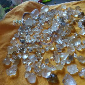Andrea pedras preciosas