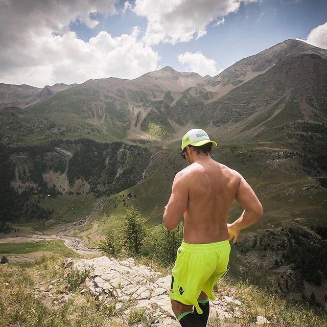 __ . . . #mountain #trail #liveoutdoors #trailrunner #trailrunning #frenchalps #myhautesalpes #damyway #powercs #outdoorsports #mountainlovers #instarun #runnersofinstagram #sportsphotography #worldrunners #naturephotography #champsaur #passiontrail