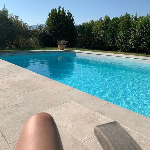 """""""En Provence, le soleil se lève deux fois, le matin et après la sieste. .yvan Audouard 🌟 J'peux pas, j'ai piscine !  Coucou mes Instacop, j'ai changé de destination. J'ai rejoint ma famille dans le Sud Est pendant une dizaine de jours. Tout ça pour vous prévenir que je posterai quelques photos, mais serai très peu présente sur vos feeds. Je me rattraperai à mon retour 😉. Je vous souhaite une belle soirée et gros bisous 💋💋💋 🌟 🌊 ⛱ #mer#piscine#mode#fashion#soleil#fashioninsta#instamode#picoftheday#outfitoftheday#vacances#quinqua#look#fashionstyle#fashionlover#fashiongram#france#hyppie#hyppiechic#bohostyle#happy#happyness#lifestyle#instagirl#lovemode#lovefashion#PACA#citation#famille#chill"""