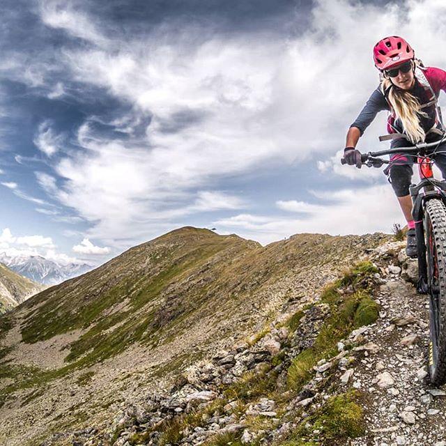 """Seit ihr auch schon im gemütlichen """"Herbstmodus"""".. Herbst ist für mich die schönste Zeit des Jahres.. Welche Jahreszeit mögt ihr am Liebsten? __________________ @conway_bikes @freeride.inc.austria @rieseldesign @vaudesport @gloryfy  #freerideincaustria #yourspirit #vaudesport #vaude #ischgl #bike #vaudeexperience #1000likes #gloryfy #instamoment #conwaybikes #herbst #gopro #mountainbikeismylife #ilovebike #redbull #ilovemybike #girlpower #hardtailmtb #instamoment #instagram #pictureoftheday #mountaingirl #mtb #mountainbike 📷@martindepauli"""