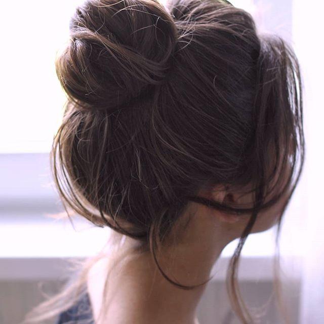 ГИД по хэштегам: ⠀ #локоны_alesyahairstyle - все виды укладок в моем исполнении; #пучок_alesyahairstyle - собранные прически; #хвост_alesyahairstyle - редкие для меня, но все же; #поленое_alesyahairstyle - советы невестам, обзоры косметики и всякие советы по макияжу и работе с волосами; #экспресс_alesyahairstyle - быстрые прически и макияж; #видео_alesyahairstyle - раньше снимала даже видео. Прически на себе, немного на других и даже как подравнять самостоятельно концы волос😊 #разбор_alesyahairstyle - объяснения, почему я сделала именно такой макияж и прическу; #поговорить_alesyahairstyle - для тех, кто любит личнячок и длинные тексты. ⠀ Хорошего дня! _____ #прическиминск #пучокминск #прическаминск #вечерняяприческа #свадебнаяприческаминск