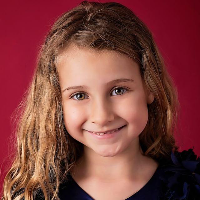 Smile it's friday!  Smiley happy headshots from @whitriggphoto . . . . . . . #smile #fridayfeeling #headshots #headshotphotography #headshot #actorheadshot #actorsheadshot #actinglife #actress #friyay #tgif #happy #positivity #goodvibesonly #castingcall #bookedit #booked #positivevibes #starkids #kidstalent