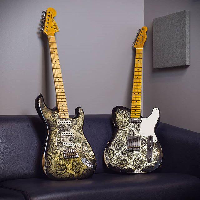 Nice pair of paisleys 👌 . . @cosmomusic #cosmomusic @fender @fendercustomshop #fendercustomshop #fenderguitar #fender #stratocaster #telecaster #paisley #custom #relic #guitarsofinstagram