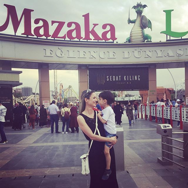 Porque levar o filho no parque de diversões é tudo de bom!!! ❤️ #mazakaland #parquedediversoes #kayseri #maeefilho