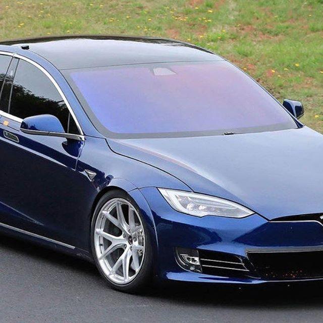 По свидетельствам очевидцев, Tesla Model S 'Plaid' с тремя электромоторами проходит круг на Нюрбургринге на 20 секунд быстрее Porsche Taycan. ⠀ Источник немецкого журнала Auto Motor und Sport на треке сообщил, что в ходе тестовых заездов Model S показывает время в 7:23, против 7:42 у Taycan. Заезда с целью установки рекордного времени Tesla пока не проводили — машины тестируют в рамках industry pool, т.е. дней, когда автопроизводители выводят на трек свои прототипы. ⠀ Илон Маск прокомментировал, что серийная версия Model S Plaid будет ещё быстрее. Он также добавил, что седан снова можно будет оснастить двумя дополнительными креслами, установленными против движения, а запуск Model S Plaid состоится в октябре-ноябре 2020 г. ⠀ #tesla #teslamotors #elonmusk #ev #teslarussia #teslainrussia #teslamoscow #moscowteslaclub