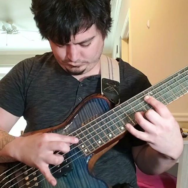 @kilianduartebass  laying down some harp harmonic melodies on the Zeus 6. New STS announcements on the horizon soon! @kieselguitars @ghsstrings #prog #progbass #harmonics #bass #bassguitar #headless #multiscale #bassplayerunited #bassmusicianmag #newmusic #ghs