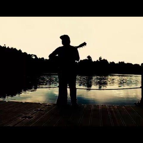 """https://www.youtube.com/watch?v=nLnPeuxbQEw """"Bilirim az şair değildin Çizgi çizgi alnıma yazdın dizelerini""""  Söz-Müzik : Bilal Bilici  #musicvideo  #müzik #şair"""