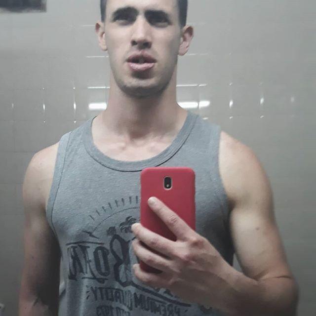 No hay mejor manera de sacarse la bronca que ir al gimnasio. Se entrena. #gym #force #muscle