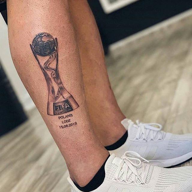 Taki tatuaż zrobił sobie piłkarz Dynama Kijów, Denis Popov po zdobyciu złotego medalu na mistrzostwah świata U20 w Polsce #U20WC #ukraine #tattoo