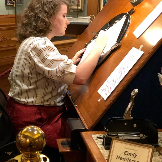 Keep on believing, as dreams really do come true!💫 This never gets old seeing Emily do what she lives for and loves most.🤗😍 Sorry, not sorry!😬🤣 #disneyana #disneysketchartist #disneyland #disneylandartist #disneyart #disneylandgallery #Disneyana #disneyanagallery #disneyanaheim #disneyanastore