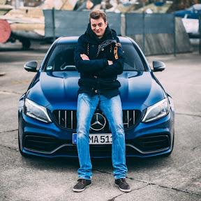 Marcus mit Autos