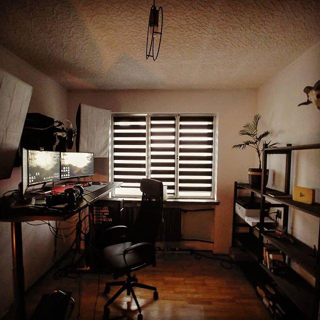 No i po małym remoncie. Jeszcze parę rzeczy do ułożenia ale jak foto na stream obiecałem tak jest.  #studio #pokój #roominspiration  #room #wnetrze #regał #wystrójwnętrz #jesteprojektante #krzesło