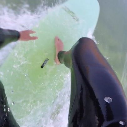 Am pus pe canal un video din Portugalia de la surf, acolo e si prima mea melodie, sper sa va placa 🏄🤘