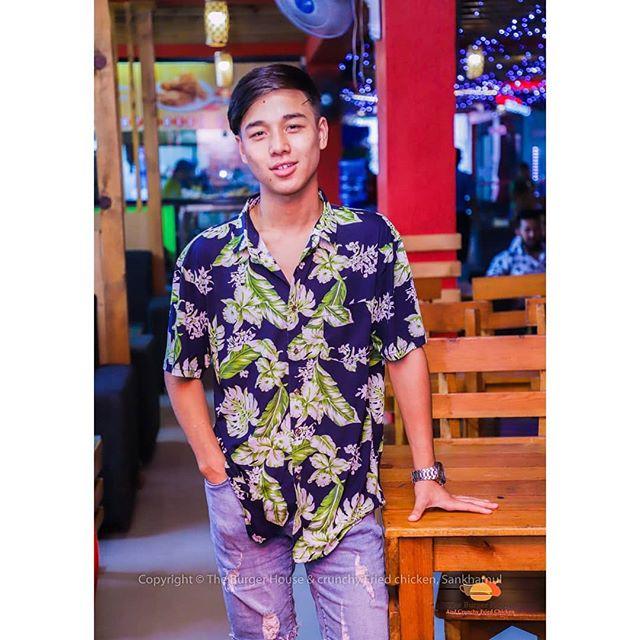 Let's choose: 1 or 2? 😘❤️ . . #cute #sunlight #shirt #supreme #fashion #tiktok #love #dance #influencer #socialmedia #capture #color #focus #snapshot #love #tweetgram #taylorswift #burgerhouse #lover