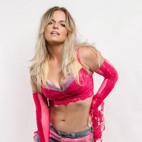 Ashley Pitzer as Britney Spears