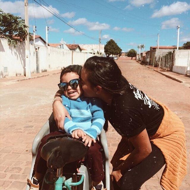 Saudades, tia matando de beijar kkkk💙… - - - - - - - #tbt #tbt❤️ #sobrinho #tumblr #saudades #passeio #lazer #chapadadiamantina #075 #viagem #cidade #refleteomelhordemim #cauboy #boy #aquetemnotempo #bahia #bahia❤️ #dois #marketingdigitalbrasil #kiss #influencer #influencerdigital