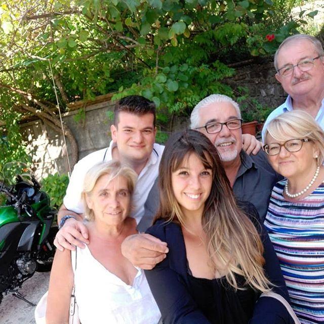 #famiglia #noi #ottone #pc #piacenza #instamoment #selfietime #buonaallaprima #picsofday #l4l