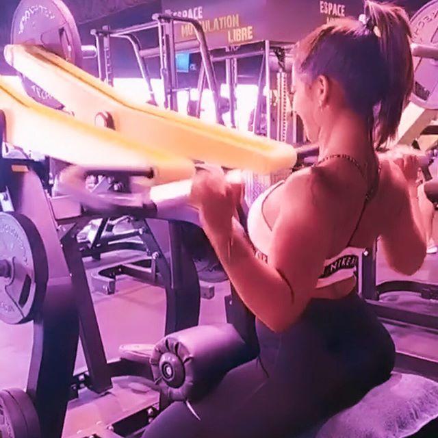 Ohmyteam 💋💋 Voici @_._amande_._ en mode Dos ✅  Amandine a 27 ans, s'entraîne en FitnessPark parce qu'elle aime les salles avec du matos 💪🏻💪🏻 Et son truc a elle, c'est se donner à fond à chaque séance sans négliger le placement à la charge ✅✅😁 Très bon choix 👌 Remarquez l'ouverture de la cage thoracique sur ce tirage vertical machine 👍👍 On valide ✅✅ bon training à toi 😚😚 #ohmygymofficial #montpellier #fitgirl #fitfam #musculationfemme #musculationfemmes #girltraining #boytogirltransformation #backday #dos #entrainementphysique #fitnessgirl #fitnessmotivation #fitness #musculations
