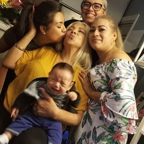 Couple of my sisters and a crying baby Alan with the love of my life; mi madre🖤