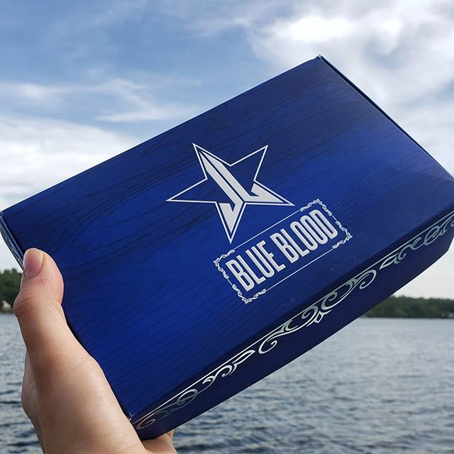 💙💙💙SHE HAS ARRIVED 💙💙💙 Was finally able to get my hands on the @jeffreestarcosmetics #bluebloodpalette this restock, what a beaut 😍🤤 #jeffreestar #jeffreestarcosmetics #blueblood #bluebloodpalette #newmakeup #jsccosmetics #wakeupandmakeup #newmakeupproducts #bluebloodcollection