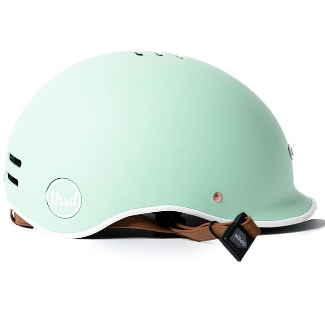 Thousand Helmet  Finally, the helmet you will actally want to were !  #helmet #security #casque #securite #velo #cycle #bike #trottinette #moblity #nice #mint #colorfull #passionhelmet