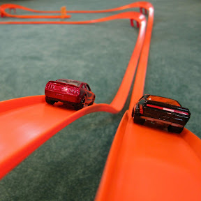 Orange Track TV Hot Wheels