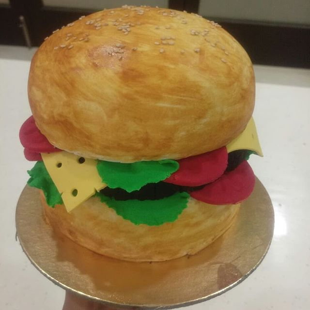 A perfect jumbo burger for your food cravings. P. S. It's a cake! Order @rituscakedesigningstudio Checkout my YOUTUBE CHANNEL:  Ritu's Cake Designing Studio (Link in BIO) . . . #rituscakedesigingstudio #rcdstudio #simplynonfondant #easydiycakes #baking #cakelover #cakelove #cake #cakedecorating #instafood #food #foodlove #foodgasm #cakegasm #foodporn #cakeporn #instacake #foodstagram #cakestagram #foodislife #cakeislife #withoutfondant #buttercream  #bugercake #burger #jumboburgercake #jumboburger