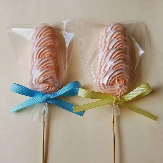 Paletas de suspiro para un cumpleaños muy especial. #delichios #meringuepops