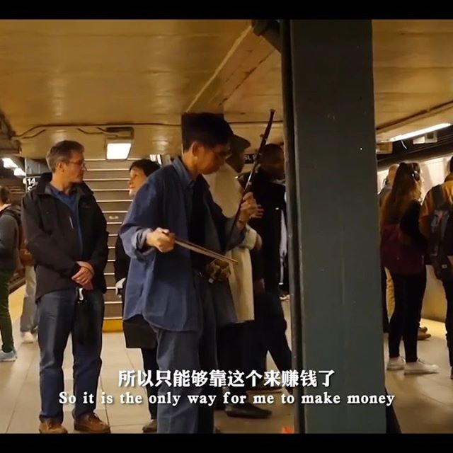 Here's a glimpse into the lives of two subway buskers making a living by doing what they love. Be sure to click the link in our bio for more of their stories, taken from Han Hu's documentary on busking life in NYC.