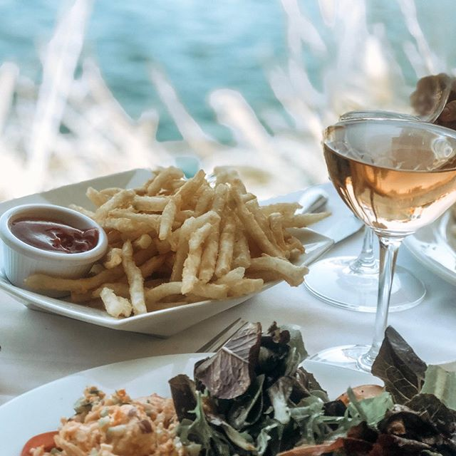 When you get to belated birthday lunch with a good friend @marche_bacchus and it feels like your by the ocean (just a little bit) ☺️. . . . And yes those are fries with my lobster 🦞 salad.  That's how I roll 🤣. . . . . . #foodporn #fashion #lunch #health #foodie #healthyfood #foodlover #love #yummy #food #tasty #foodblogger #instafood #travel #yum #fitness #vegan #foodgasm #healthy #photography #homemade #foodstagram #photooftheday #healthylifestyle #foodphotography #delicious #cleaneating #dinner #picoftheday