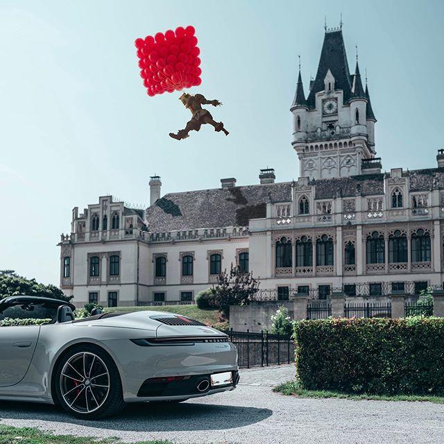 """Time to float.🎈 _ Das Porsche 911 Cabriolet in Kreide vor dem Schloss Grafenegg. 🏰 _ Passend zum neuen Teil von """"ES"""" hat @guenter.merk etwas passendes gezaubert. 🎈  _ #992Cabriolet #Porsche911Cabriolet #Porsche992 #Porsche911 #TimelessMachine #PorscheExclusiveManufaktur #Porsche #DailyPorsche #Porschegramm #Porschestagram #PorscheMoment  #PorscheLovers #PorscheLife #PorscheLove #LuxuryCarlifestyle #CarThrottle #LoveCars #Petrolicious #carlifestyle"""