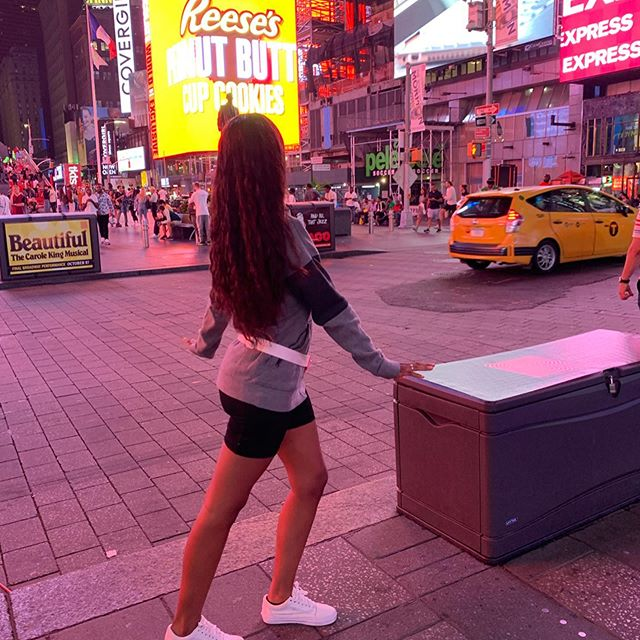 I think the city is captivating, period, no matter how many times you've been. Oh and it's NYFW how exciting! (Do not question my sense of style it's nonexistent ☹️😅🙃) • • • • • #brooklyn  #nyfw #nyfw2019  #nike  #vans  #puma  #newyorkcity #nj  #nynj