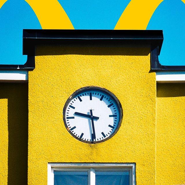 Is it McDo O'Clock yet?• • • #BackToSchool #McDo #McDonalds #LunchTime #McDoTime #Hungry
