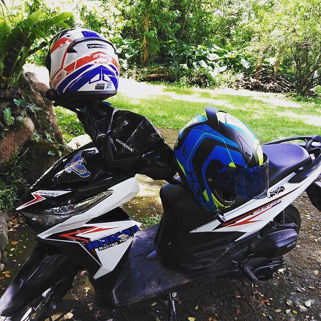 You and me... kahit maligaw! 😁🤣😘Hahahaha  #geneonezx #kamarenggene #g1zxcouple #hjc #rpha11 #ls2 #ls2rapid #honda #scooter #hondaclick125i #rider