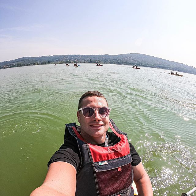 Giro in kayak ai #gosoulsunsetgames di @gosoulcommunity con i miei @neonoptic Gravity😎 #gosoulcommunity #neonopticsforgosul #trasimenooutdoor #athenasportech #followthewave #goproit #gopro #kayak #sport #kings_gopro #goprohero7black #beahero #trasimeno_lake #gopro_captures #goprofamily #goproawards #gopro_tag #gopro_ilike #picoftheday #goprooftheday #gopro_captures #igumbria #gopro_moment #gopro_epic #goprophotography_ #gosoul #instapic #picoftheday #gopro_super_pics
