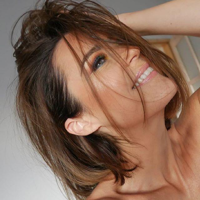 It's never to late to be happy. But it's all up to you and no one else 😄  #happy #smile #selfie #over40 #therapybymakeup #makeup #bestphotos #pilishgirl #polishblogger #glow #gloweffect #falselashes #beauty #makeupjunkie #polishwomen #lovemakeup