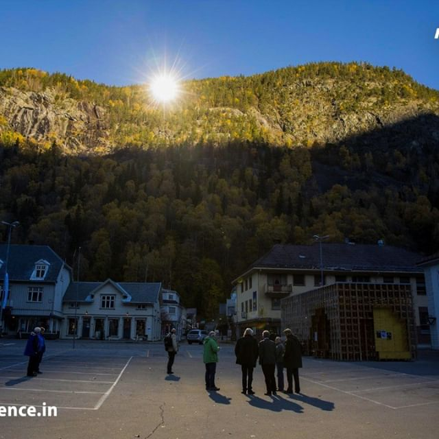 The town of Rjukan, Norway receives no natural sunlight from September to March due to the steep mountains that surround it. They've installed 3 large mirrors to reflect light into the town's square. The mirrors track the sun's path and move every 10 secs to create a 600m squared pool of light. #MarvelScience #sun #sunny #sunnyday #sunnydays #sunlight #light #sunshine #shine #nature #sky #skywatcher #thesun #sunrays #photooftheday #beautiful #beautifulday #weather #summer #goodday #goodweather #instasunny #instasun #instagood #clearskies #clearsky #blueskies #lookup #bright #brightsun