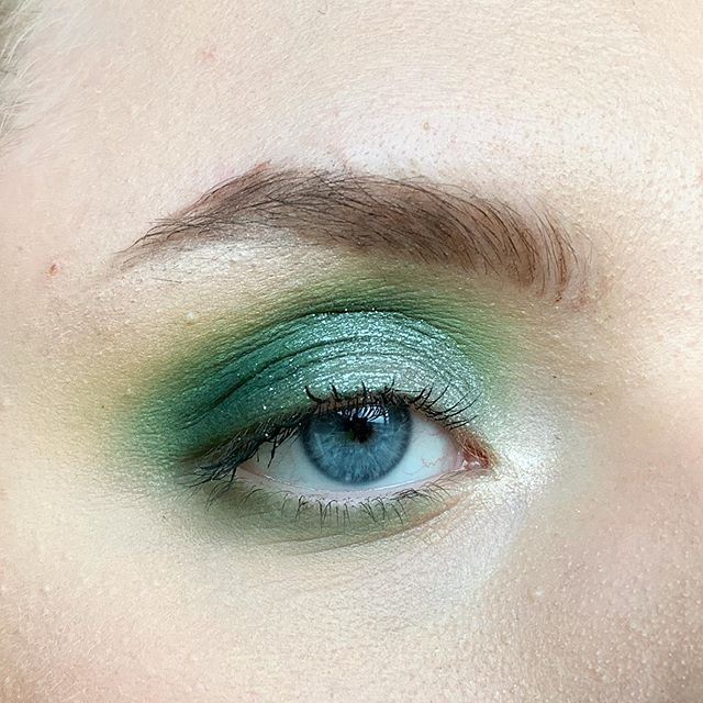 I have never done a green look before so here it is 😂💚 • • • • #smallbusiness #makeup #followforfollowback #beauty #makeupbag  #eyeshadow #followforfollowback #followbackalways #makeup #swatches #makeuplooks #eyeshadow #insta  #instafollow #followforfollowback #follow4followback #f4f #beautylover #makeuplover #makeuplovers #shoutout #shoutoutforshoutout  #lashes #likeforlikes #like4likes #likeforfollow #likeforlikeback #like4likes #like4follow  #norvina #promotersearch #makeupguru #beauty
