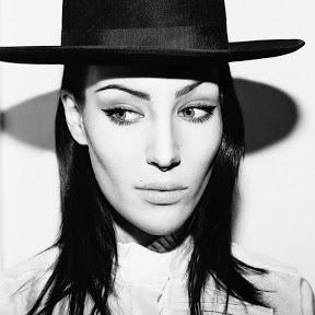 Sophia Somajo - Topic
