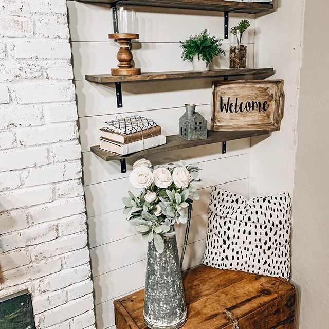 Someone needs to come tie my hands behind my back cuz I'm getting an ich to paint the shiplap black...whoah that totally rhymed 😂😂😂 but seriously. Should I????